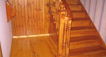Лестница для дачи из дерева